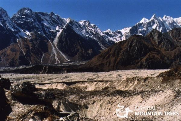 moraine glaicer and mountain