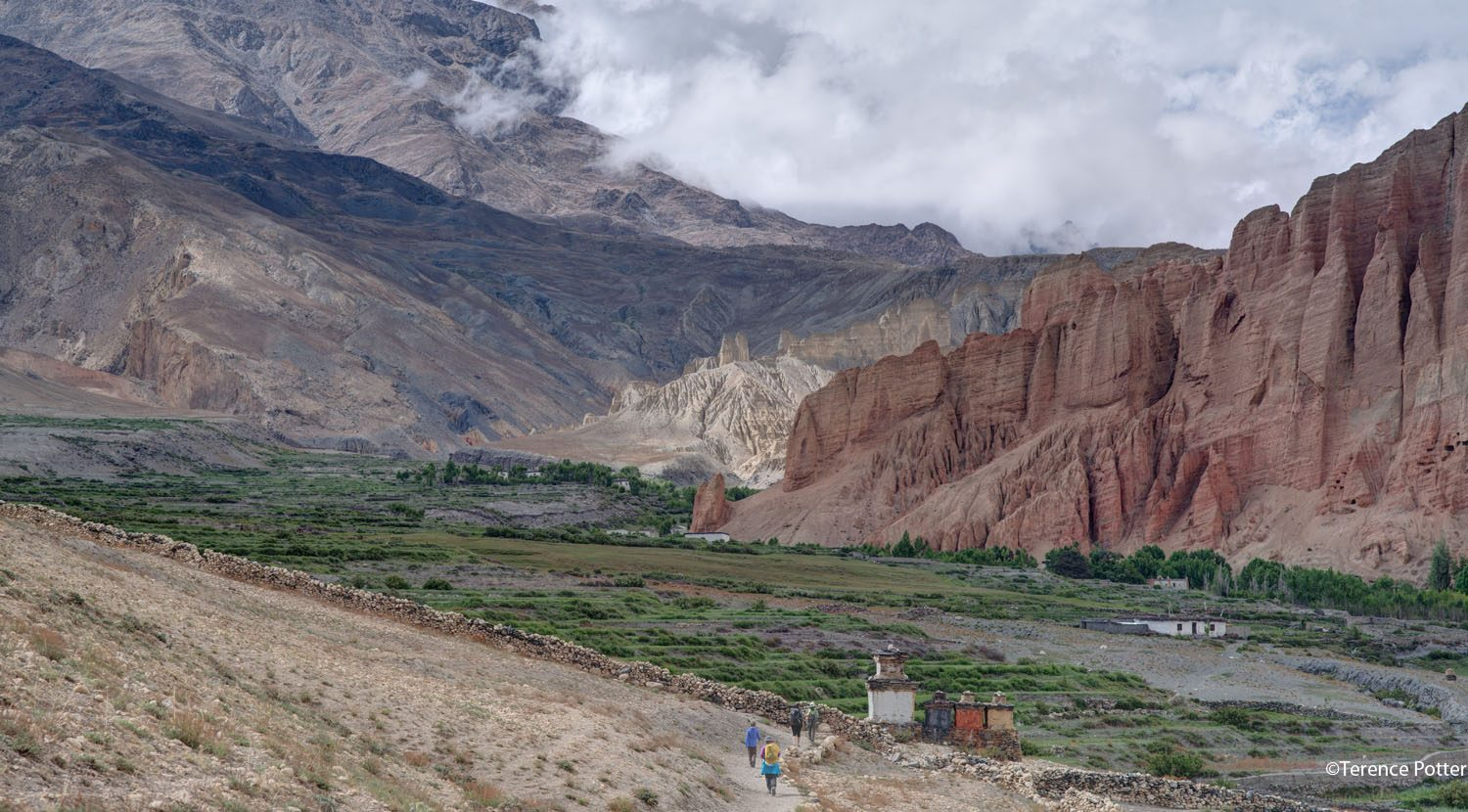 Approaching the red cliffs of Dhakmar