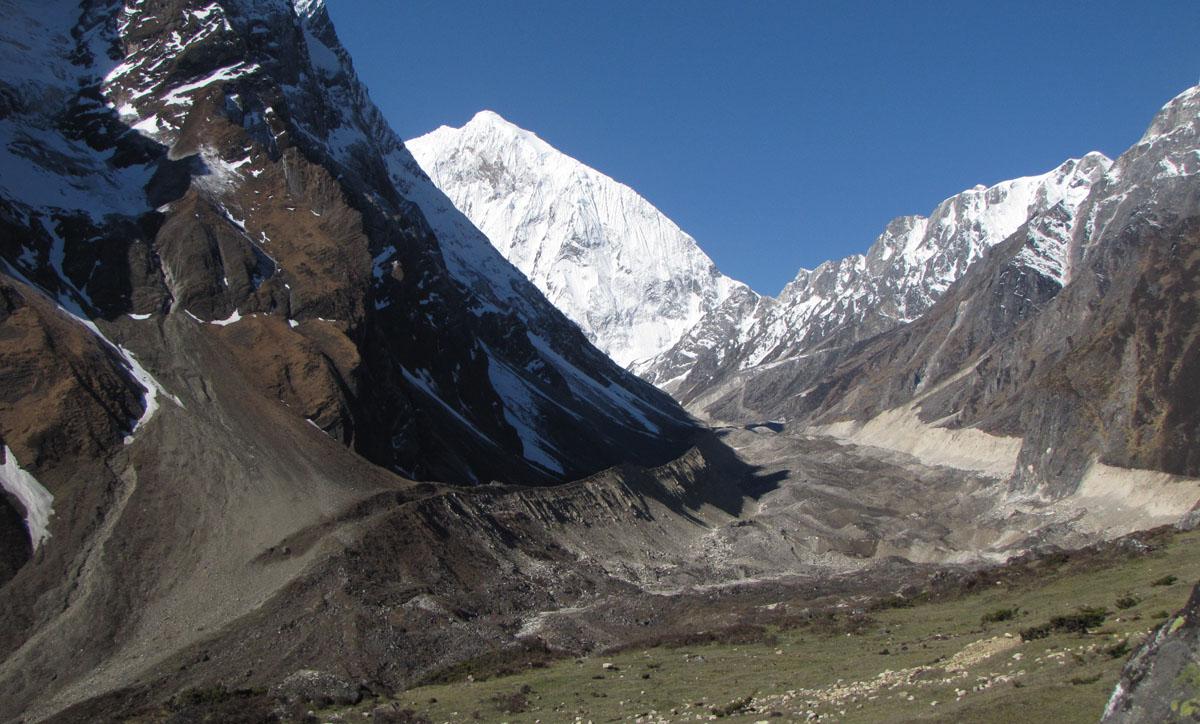 Enroute to the pass, Manaslu Circuit Trek