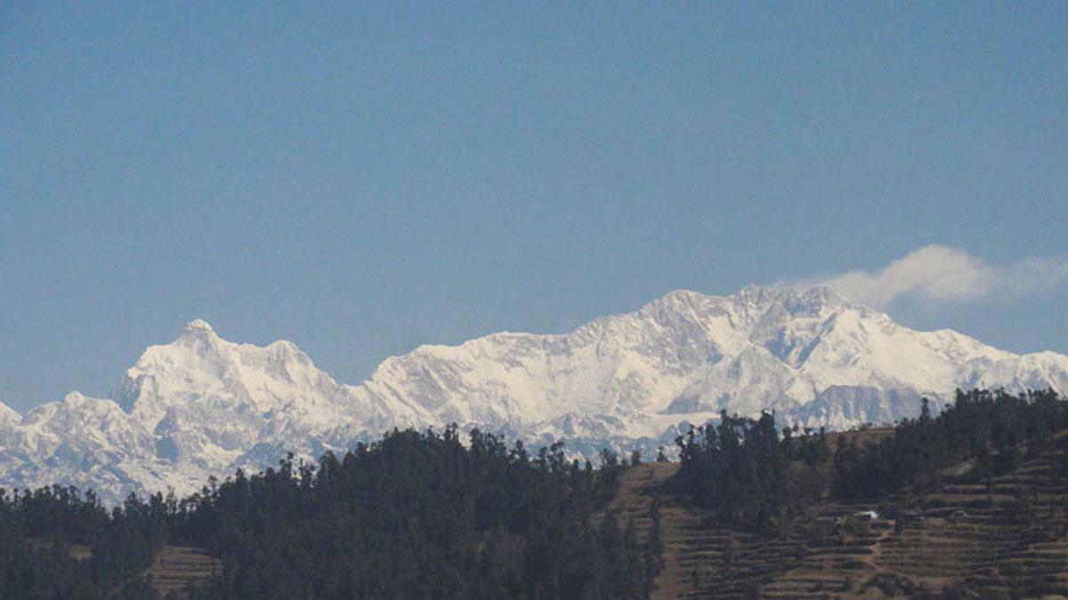 Kumbakarna and Kanchenjunga from near Phidim
