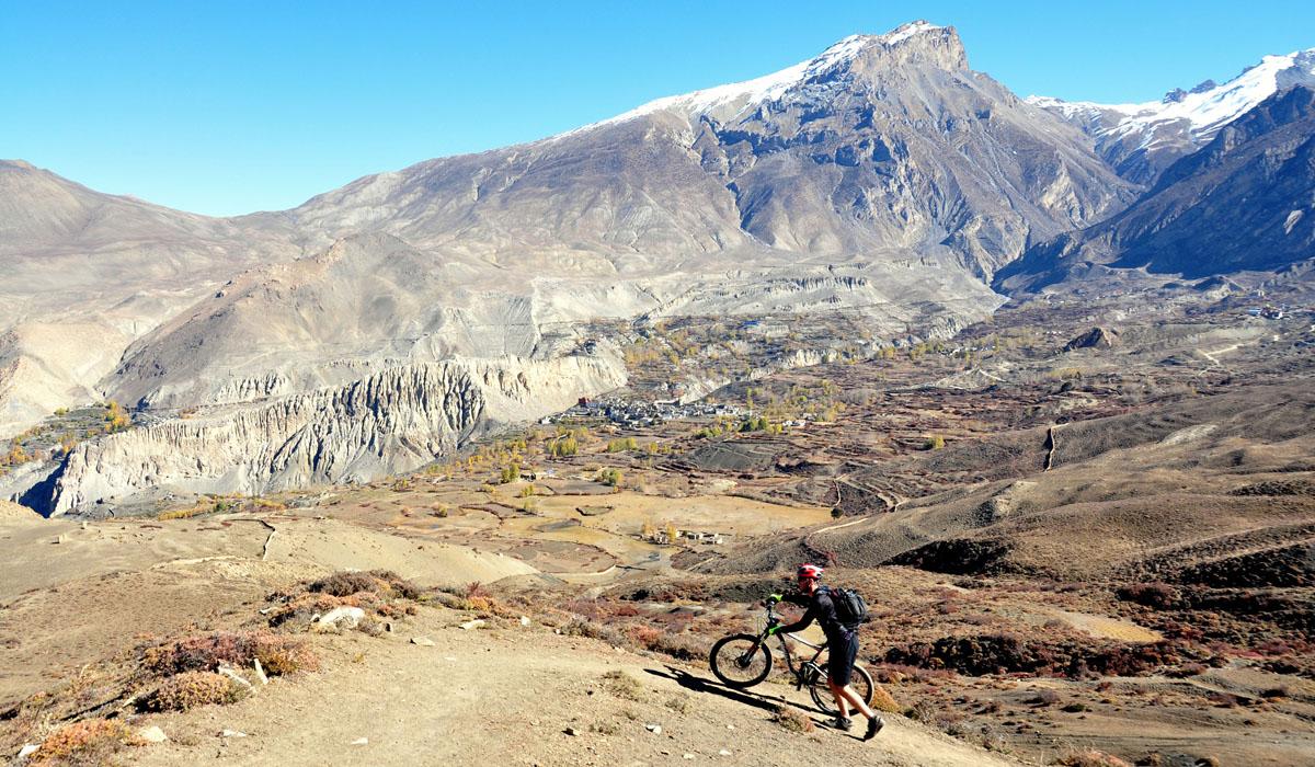 Pushing bike to Muktinath