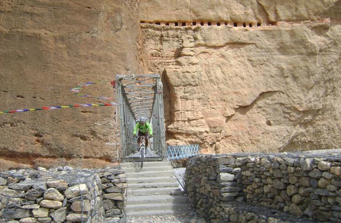 Descending bridge near Chele, Mustang